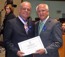 Presidente da COOTES recebe homenagem da Ales