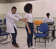 Especialistas da COOTES fazem blitz para examinar a coluna de estudantes das escolas públicas